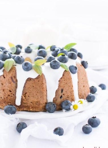 herzelieb - Rezept für einen einfachen und saftigen Blaubeer Gugel wie von Oma