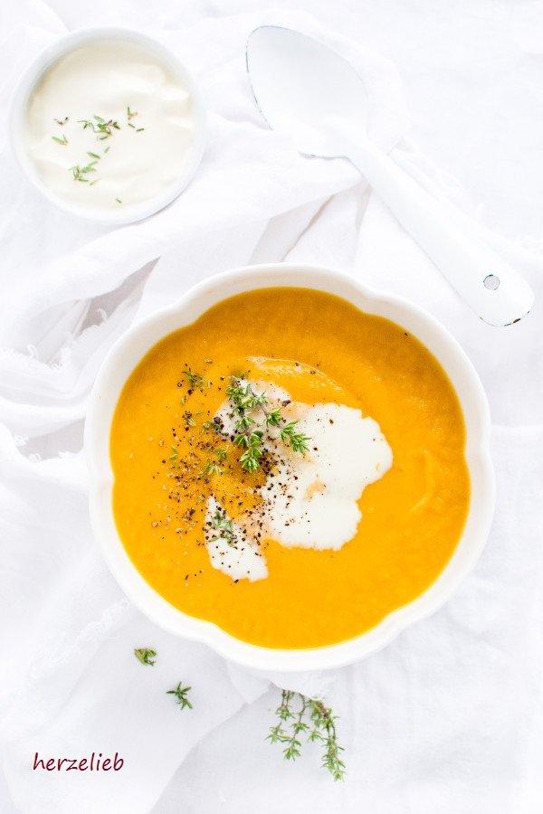 Rezept für Süßkartoffelsuppe mit Möhren von herzelieb. Das Gemüse wird geröstet