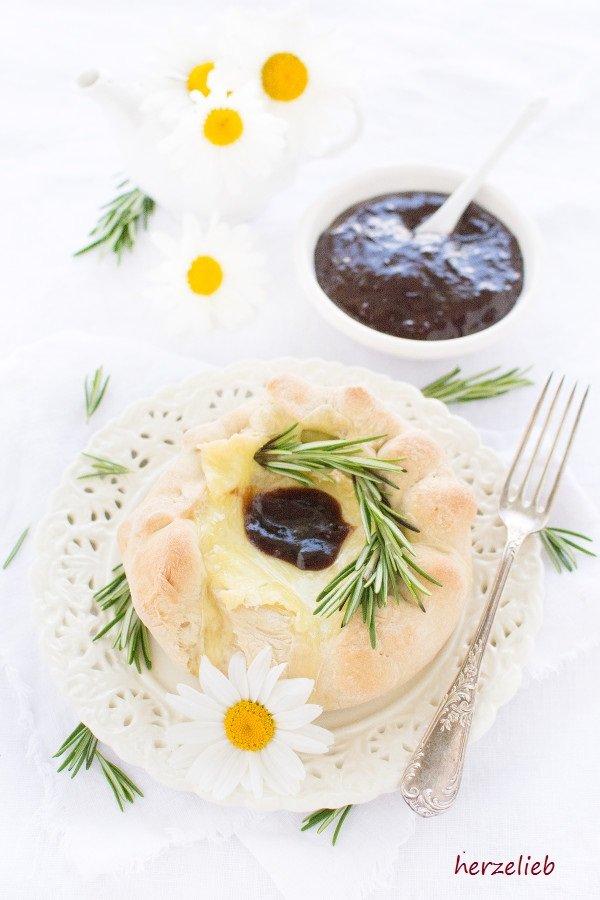 Camembert im Brotteigmantel Rezept - so wird der Käse zum Snack in der Brotkruste