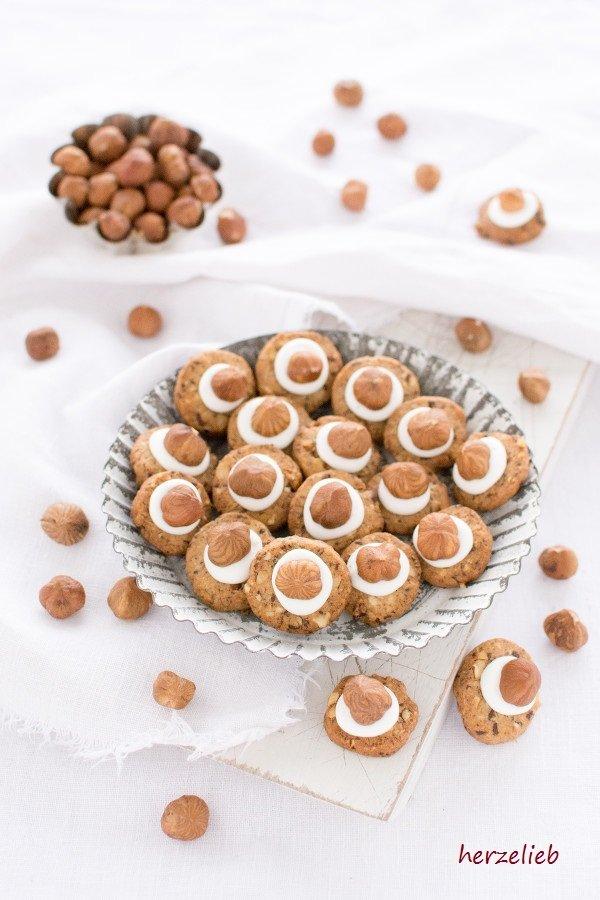 Haselnuss Kekse mit Cappuccino und Tuff - das Rezept ist von herzelieb