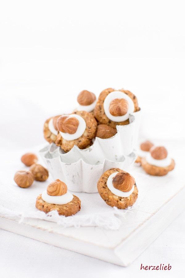 Haselnuss Kekse mit Cappucino und Tuff