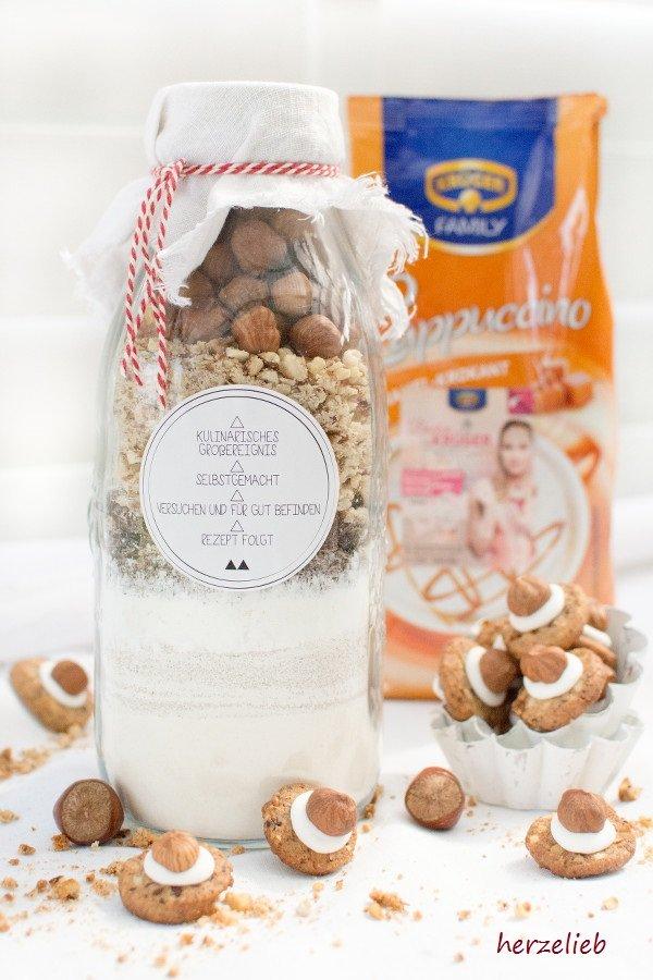 Geschenk aus der Küche - Backmischung für die Haselnuss Kekse. Ganz einfach und leicht nachzumachen - von herzelieb