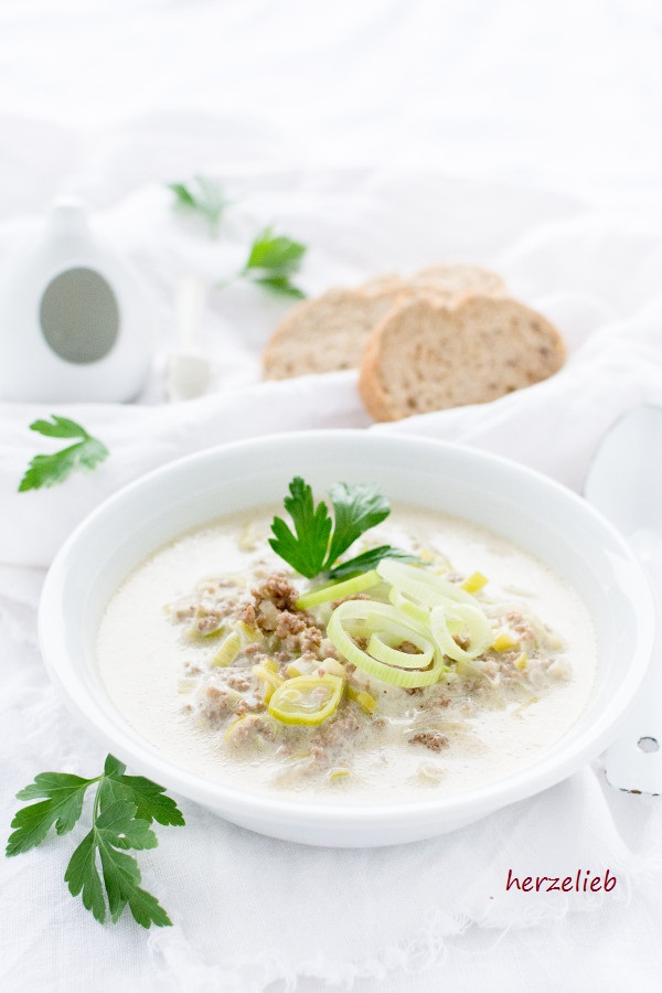 Käse-Lauchsuppe mit Hackfleisch – Party Food Suppe
