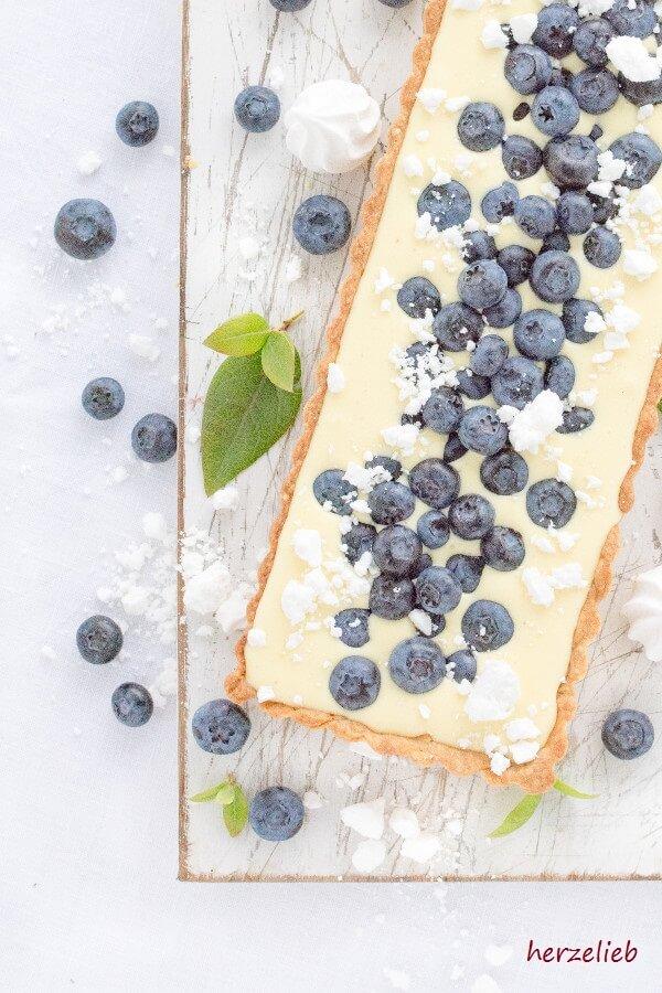 Dänische Zitronen-Tarte mit Blaubeeren -nordischer Kuchen