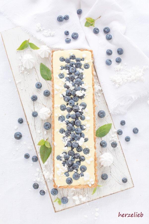 Zitronen-Tarte aus Dänemark mit Blaubeeren - herzelieb