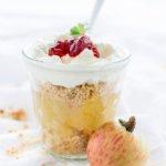 Æblekage oder dänischer Apfelkuchen ist ein traditionelles Rezept für ein Dessert aus Dänemark von herzelieb