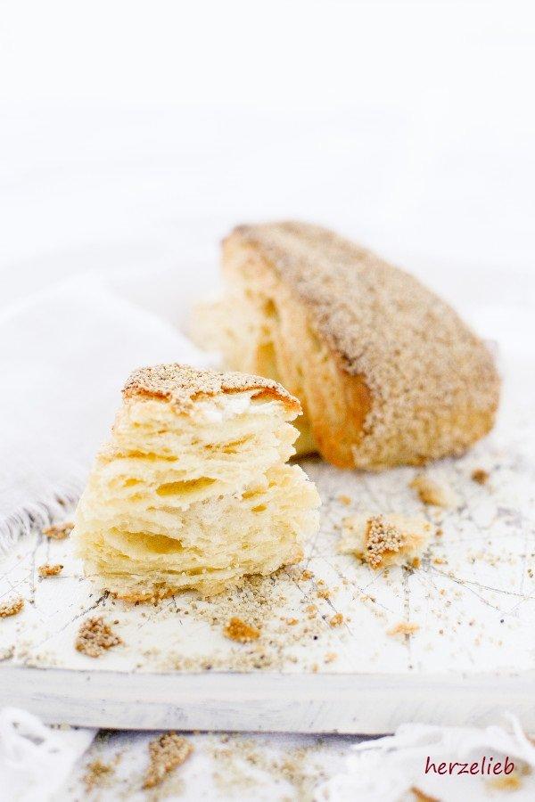Fluffige Birkes aus Dänemark- oft als dänischen Blätterteigbrötchen bezeichnet. Rezept von herzelieb