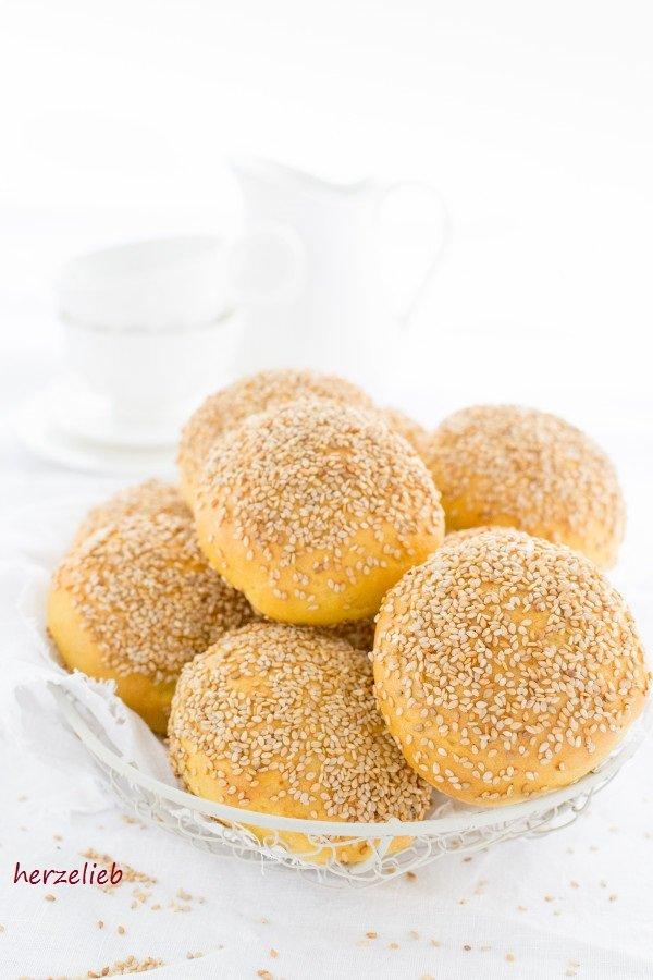 dänische Brötchen, goldgelb durch Mais. Rezept für Gyldne Boller von herzelieb