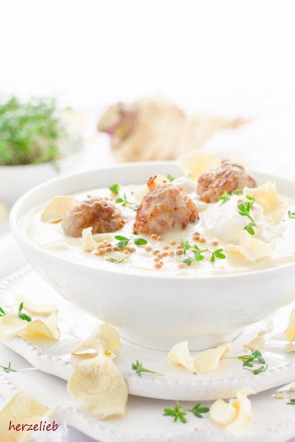 Pastinaken-Senf-Suppe mit Fleischbällchen - das Rezept ist von herzelieb