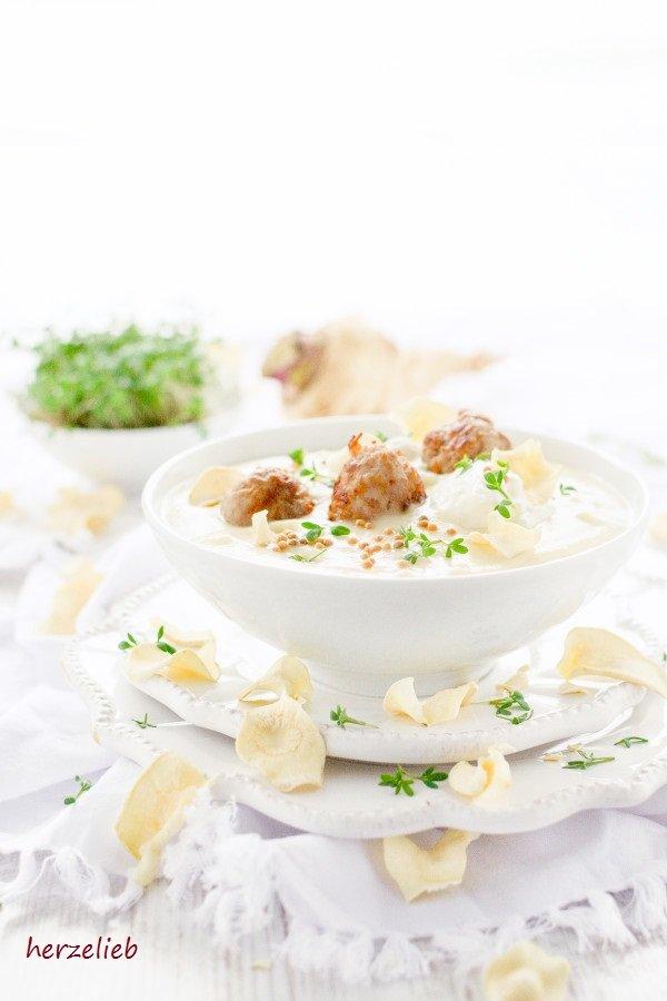 Pastinaken Senf-Suppe mit Fleischbällchen - Rezept von herzelieb
