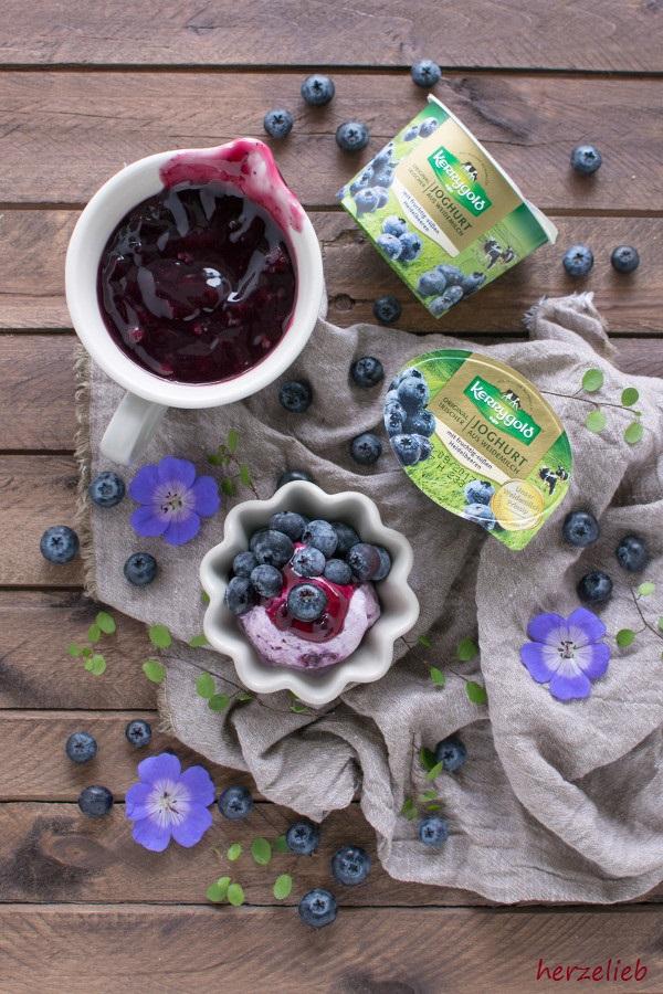 Blaubeeren im Eis - Joghurteis von herzelieb