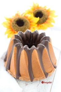 Locker und fluffiger Marzipan Gugelhupf - ganz einfaches Kuchen-Rezept