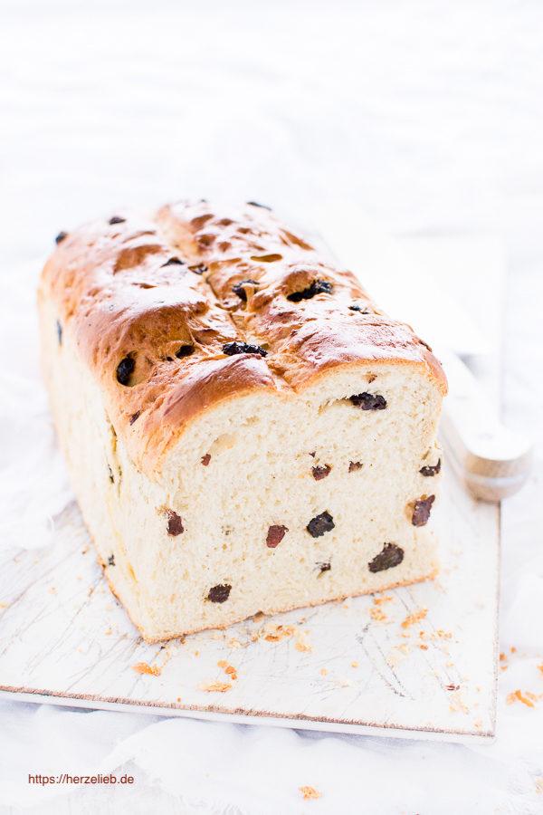 Lecker zum Frühstück oder zum Kaffee - Rezept für Rosinenbrot von herzelieb