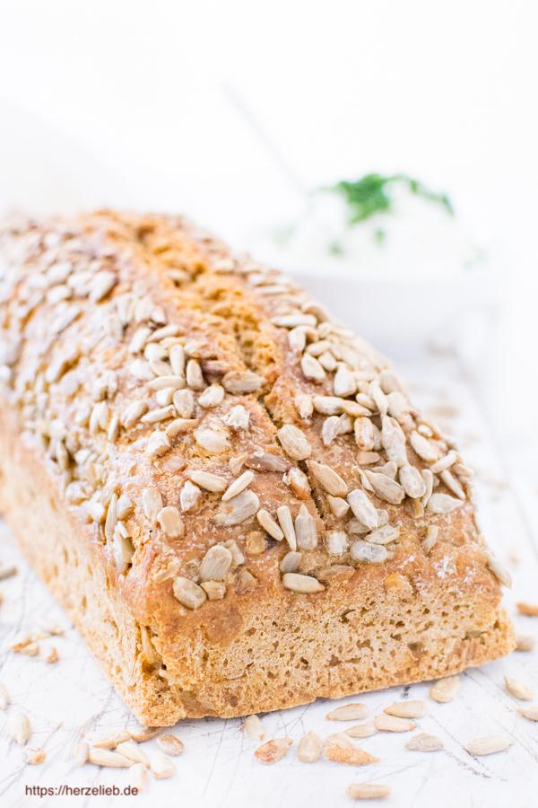 Vollkorn-Dinkel-Brot - Rezept, einfach, leicht, saftig und von herzelieb