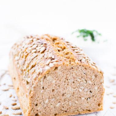 Rezept für ein kerniges und saftiges Dinkel-Vollkorn-Brot ohne großen Aufwand.