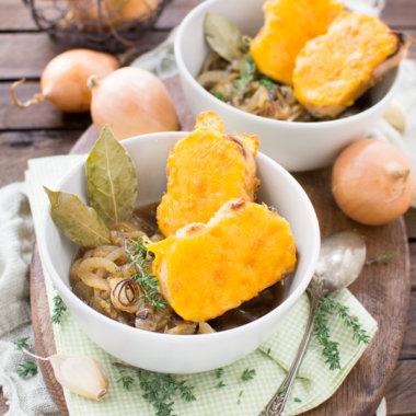 Zwiebelsuppe - das beste Rezept von herzelieb mit Cheddar