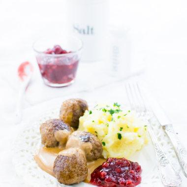 Köttbullar mit brauner Soße und Kartoffelbrei