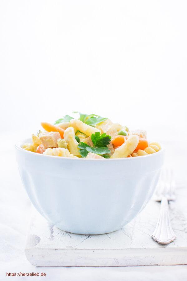 Dänischer Nudelsalat mit Curry und ganz viel Gemüse