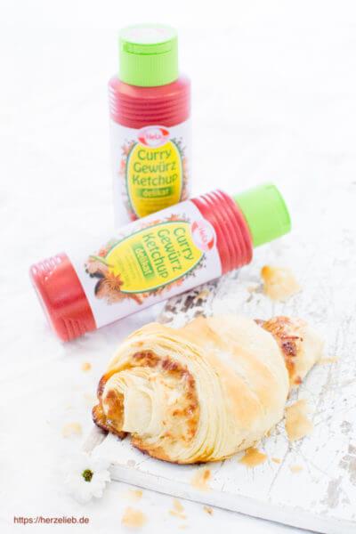 Gefüllte Franzbrötchen mit Käse und Curry Gewürzketchup