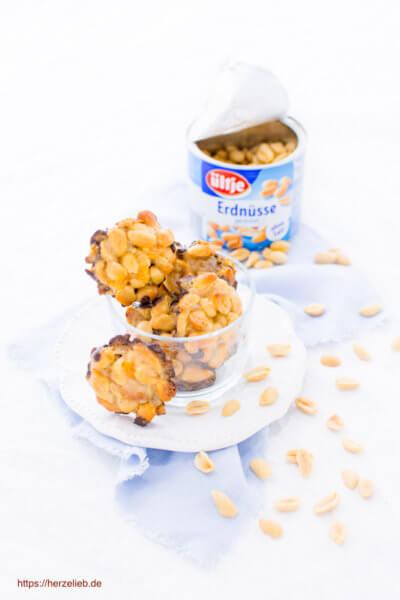 Erdnuss-Küsschen mit Honig und Schokolade