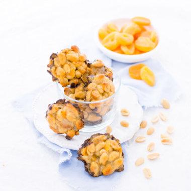 Erdnuss-Küsschen sind ganz einfach zu backen. Rezept von herzelieb