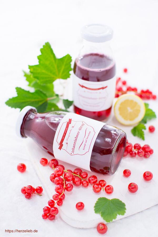 Johannisbeer-Sirup besser in kleine Flaschen abfüllen!