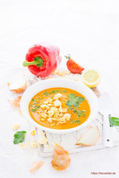 Paprika Cremesuppe - cremig und mit Käse Pops von herzelieb