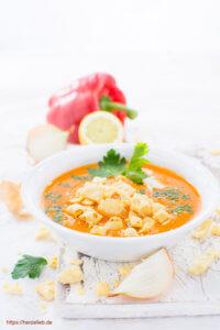 Käse Pops schmecken sensationell gut zu dieser Paprika Cremesuppe