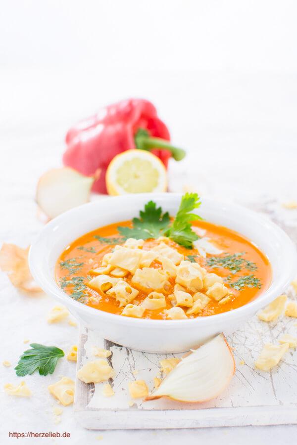 Paprika Cremesuppe mit gepopptem Käse – Rezept für eine Suppe mit ganz viel Liebe