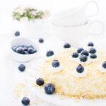 Quarkkuchen mit Heidelbeeren, Sahne und Heidelbeeren