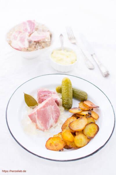 Sauerfleisch ist ein heißgeliebtes Sommeressen in Nordfriesland - Rezept von herzelieb