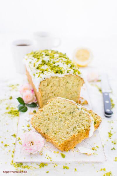 Zucchini-Kuchen, Rezept von herzelieb mit Zitrone