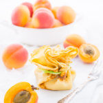 Aprikosen-Päckchen, Aprikosen mit Mandelcreme im Pfannkuchen