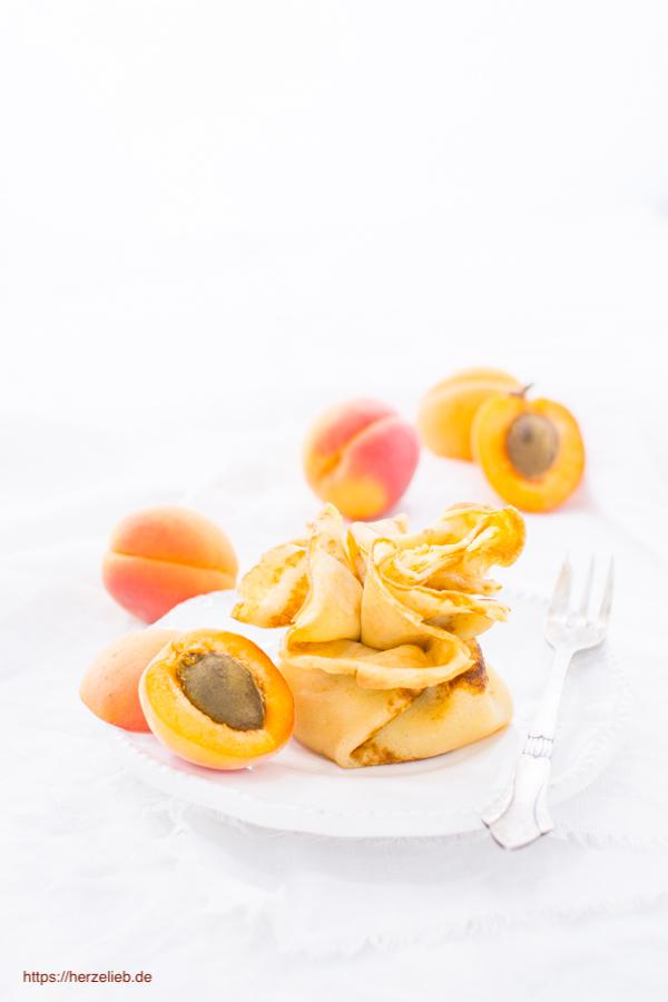 Aprikosen-Päckchen - Dessert mit Aprikosen und Pfannkuchen