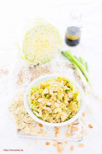 Chinakohlsalat mit Öl, Essig und Sojasoße