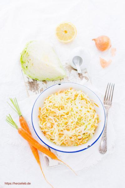 Rezept für cremigen Krautsalat - eine Coleslaw Variante