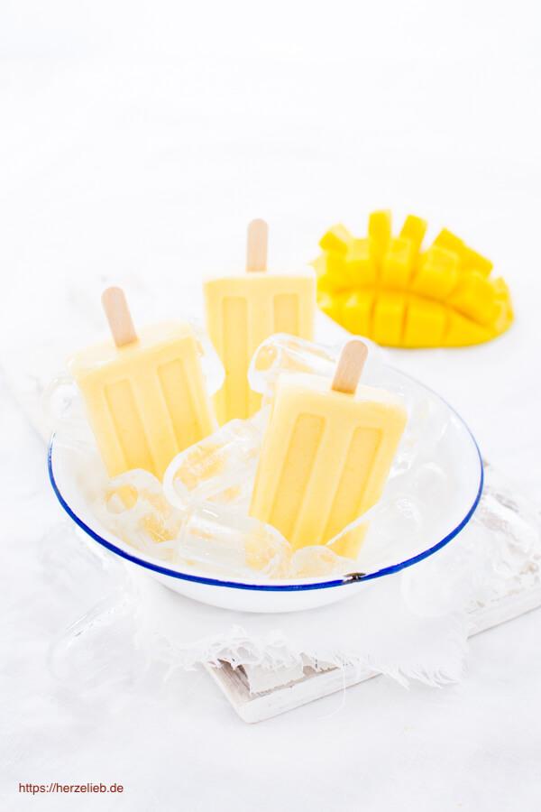 Mango Eis ohne Eismaschine - nach Art eines Mango Lassi mit Joghurt