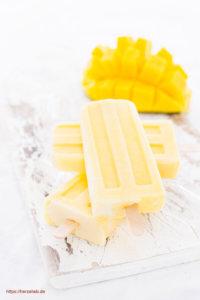 Leckeres Mango Eis mit Joghurt und Kardomom - Rezept von herzelieb