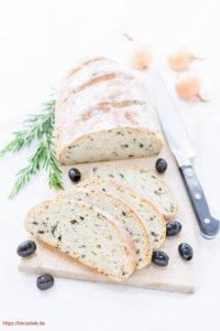 Olivenbrot - Rezept für eine Grillbeilage von herzelieb