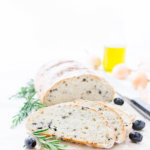 Rezept für ein Olivenbrot mit Zwiebeln, Rosmarin und Oregano von herzelieb