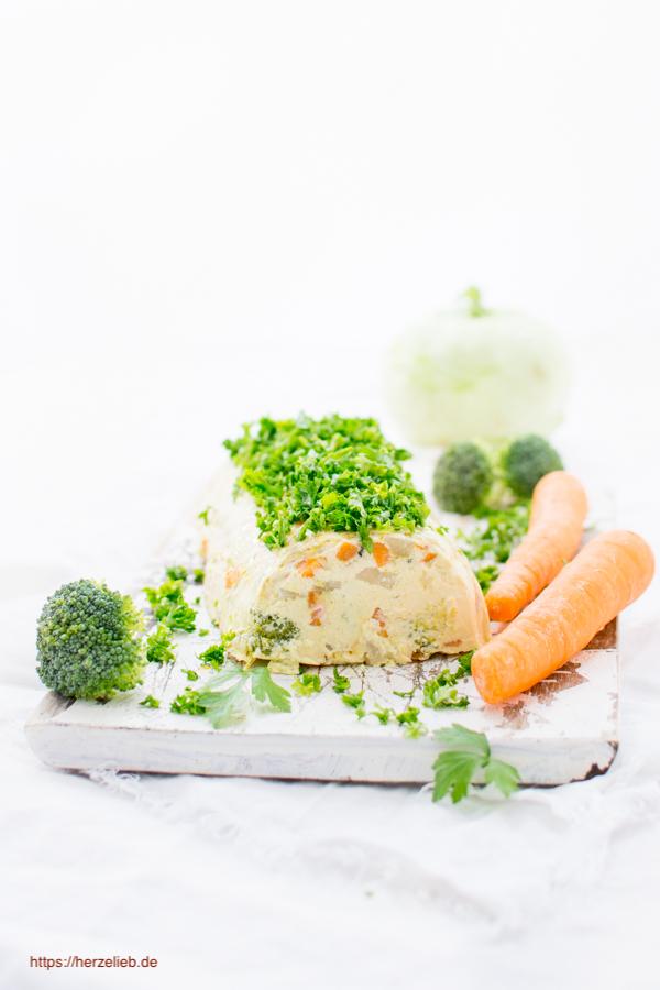 Rezept für eine Gemüseterrine mit Kohlrabi, Möhren und Brokkoli von herzelieb