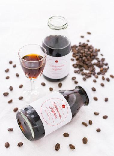 Kaffeelikör als Geschenk. Rezept zum Selbermachen von herzelieb