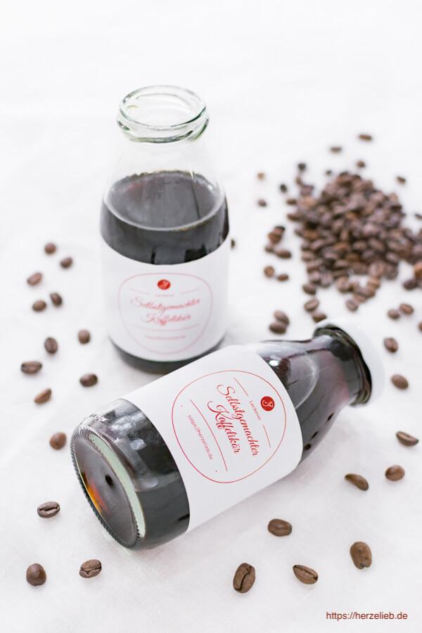 Kaffeelikör Rezept - ein tolles Geschenk zum Geburtstag oder zu Weihnachten von herzelieb