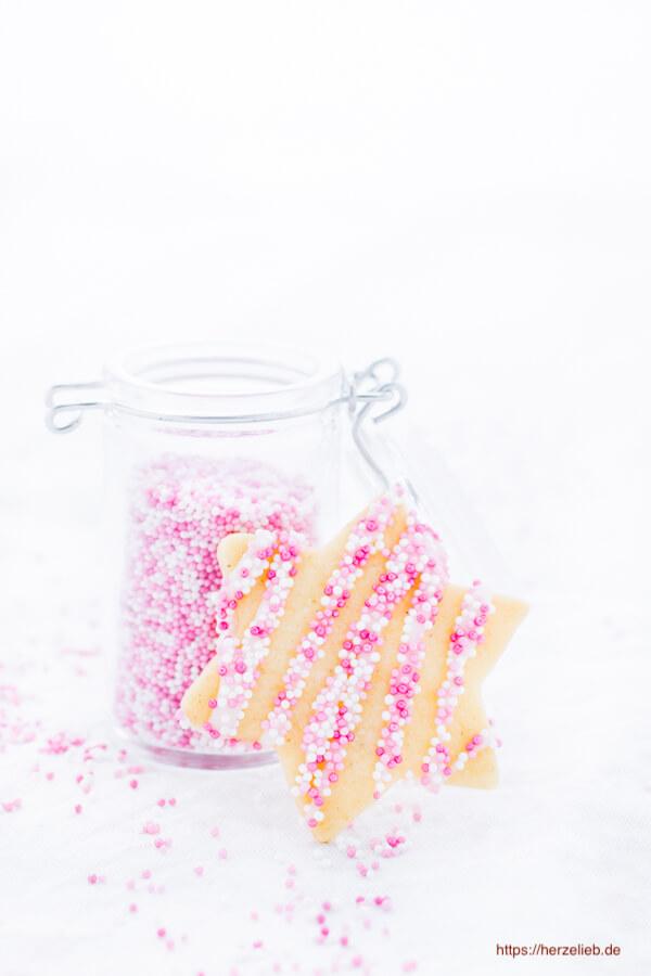 Butterkekse Rezept - toll zum Verzieren mit Schokolade oder Streuseln