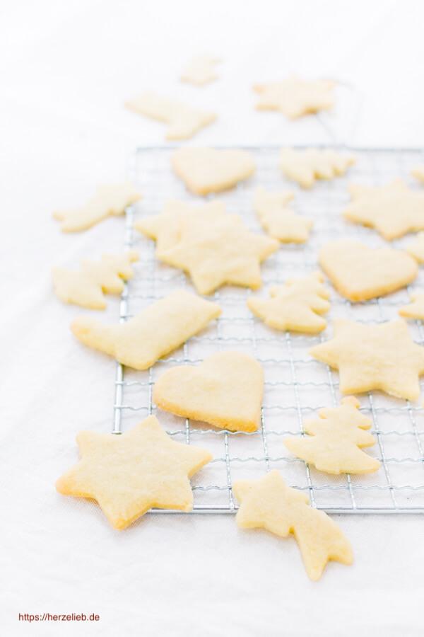 Weihnachtsplätzchen Teig Zum Ausstechen.Butterplätzchen Rezept Für Einfache Kekse Zum Ausstechen Herzelieb