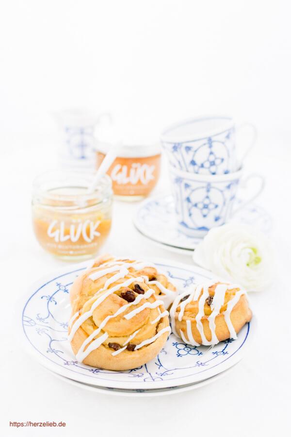 Rezept für Rosinenschnecken von herzelieb. Gefüllt mit Marzipan, Marmelade und viel Liebe