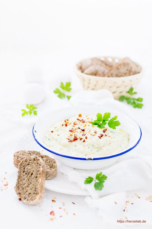 Senf-Eier-Creme Rezept, schmeckt zu Kartoffeln, Brot und Gemüse
