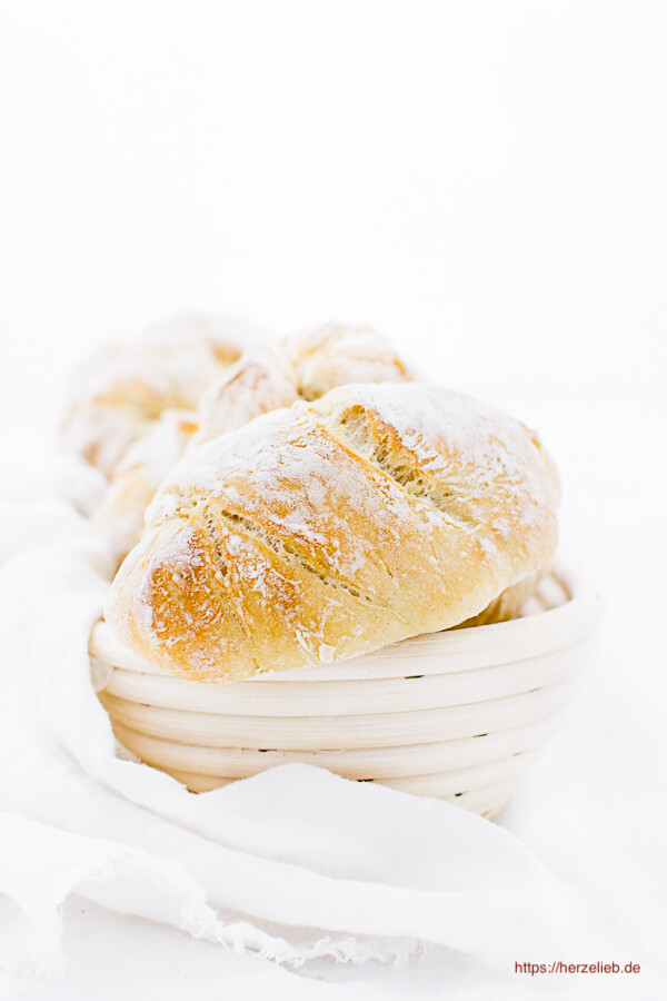 Zum Frühstück Baguette-Brötchen Rezept