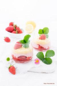 Erdbeer-Eierlikör-Dessert im Glas mit Baiser Rezept