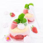 Erdbeer-Eierlikör-Dessert im Glas